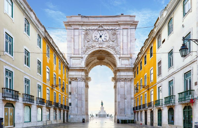 praca-do-comercio-lisbon-GettyImages-648812458-766x494